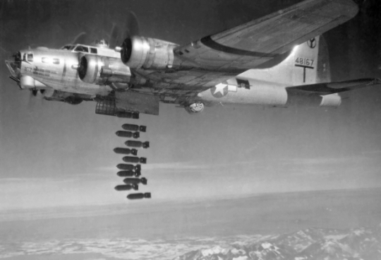 wwii-bombing-disaster-b-17